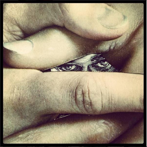 Entre les doigts